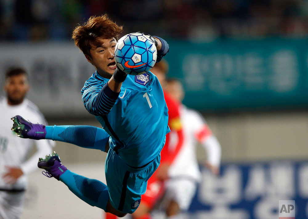 South Korea's goalkeeper Kim Dong-jun saves a shot by Algeria in the first half during their U-23 International friendly soccer match at Icheon Sports Complex in Icheon, South Korea, Friday, March 25, 2016. (AP Photo/Lee Jin-man)