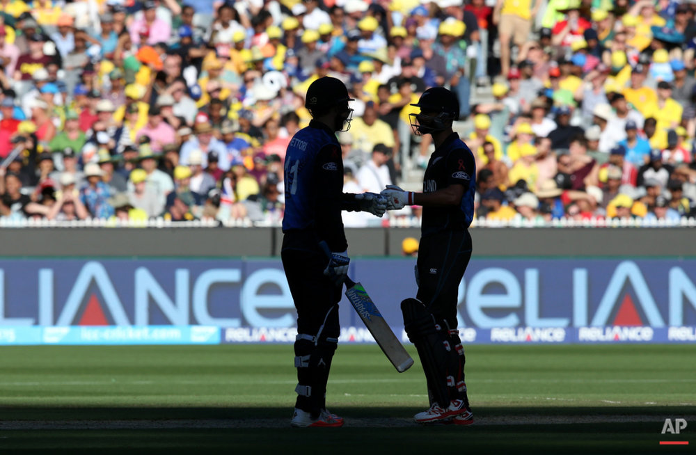 New Zealand's Grant Elliott and Dan Vettori talk while batting against Australia during the Cricket World Cup final in Melbourne, Australia, Sunday, March 29, 2015. (AP Photo/Rick Rycroft)