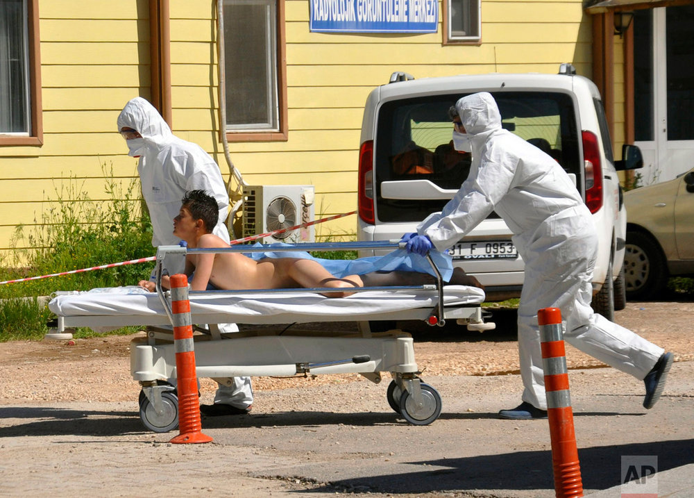 Turkish experts evacuate a victim of a suspected chemical weapons attacks in the Syrian city of Idlib, at a local hospital in Reyhanli, Turkey, Tuesday, April 4, 2017.(DHA-Depo Photos via AP)