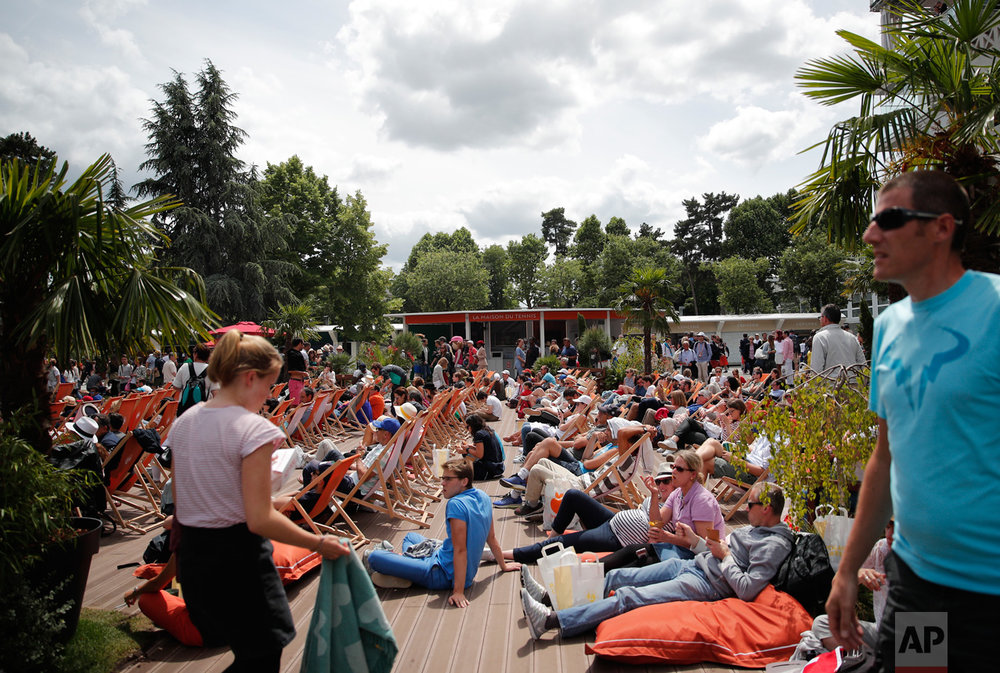 Visitors rest on deck chairs during the French Open tennis tournament at the Roland Garros stadium, Sunday, June 4, 2017 in Paris. (AP Photo/Christophe Ena)