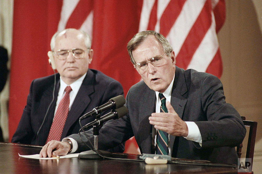 U.S. President George H. Bush gestures as Soviet President Mikhail Gorbachev listens during their final news conference at the White House in Washington, Sunday, June 3, 1990. The press conference was the last event of the four day summit. (AP Photo/J. Scott Applewhite)