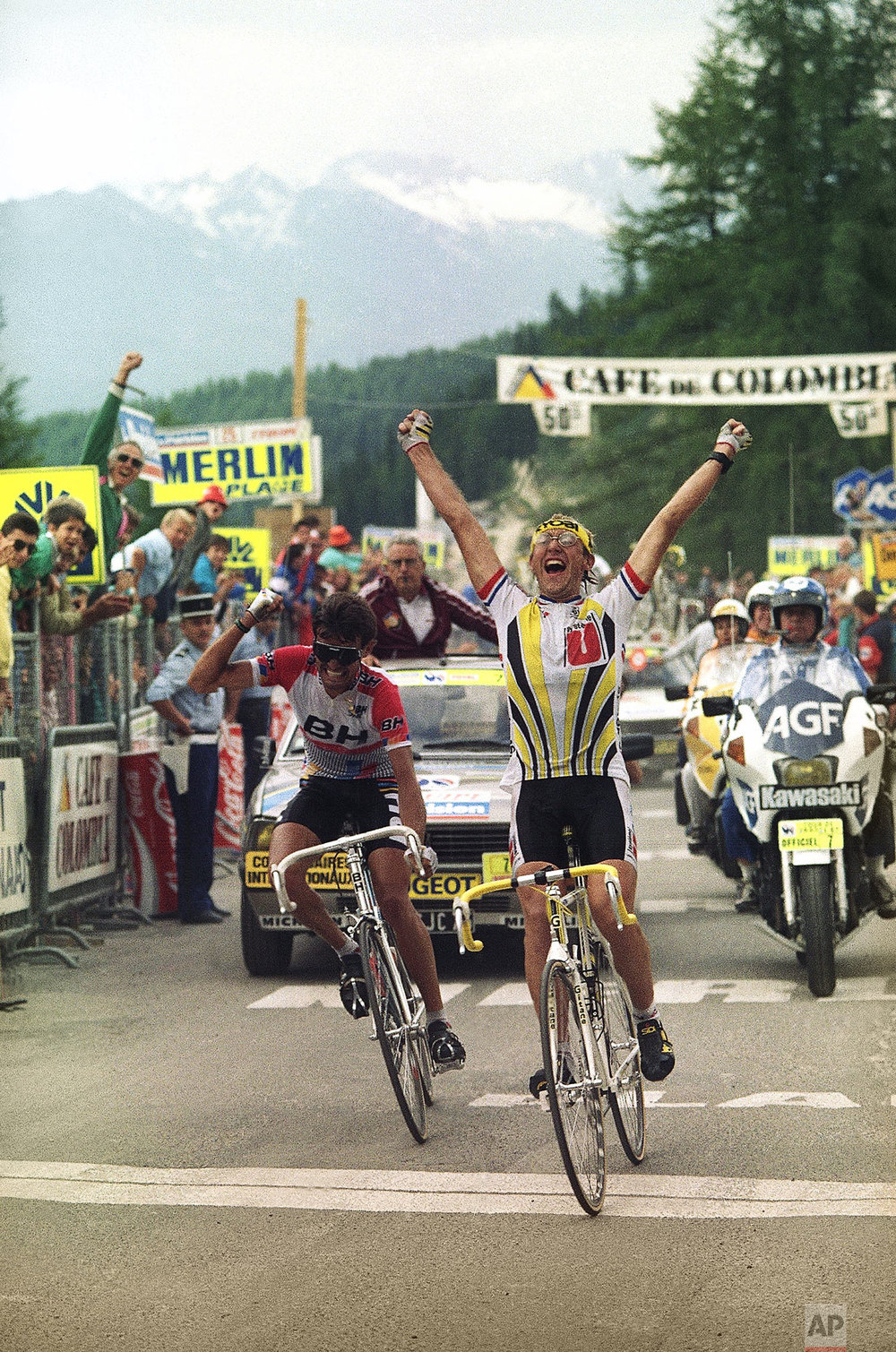 France's Laurent Fignon celebrates crossing the finish line first to take the 21st stage of the Tour de France in the French Alpine town of La Plagne, France Wednesday, July 22, 1987. Anselmo Fuerta, left, of Spain was a close second. (AP Photo/Lionel Cironneau)