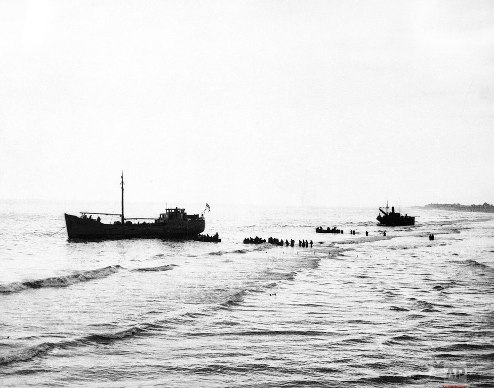 Soldiers of the British Expeditionary Force wade out to some of the little ships that are attempting to evacuate them from Dunkirk, France, on June 1, 1940. (AP Photo)