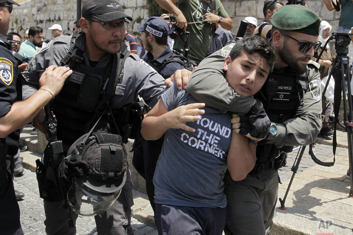 Israeli border police officers detain a Palestinian youth in Jerusalem's Old City, Monday, July 17, 2017.(AP Photo/Mahmoud Illean)