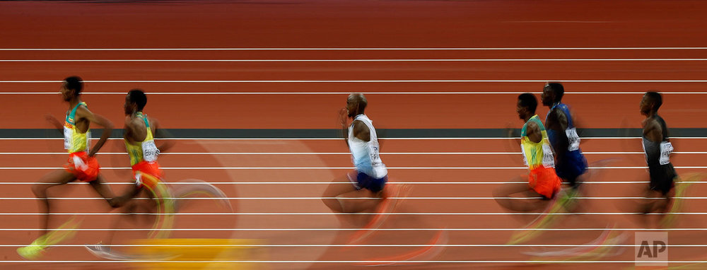 Britain's Mo Farah, center, competes in the Men's 5000m final during the World Athletics Championships in London Saturday, Aug. 12, 2017. (AP Photo/Frank Augstein)