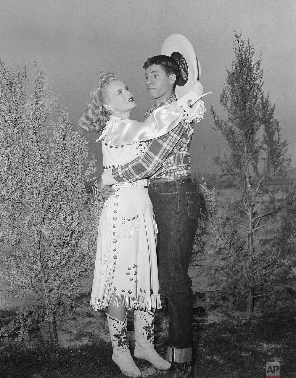 Jerry Lewis appears with actress Marie Wilson during filming on location on April 11, 1950, Las Vegas, Nev. (AP Photo)