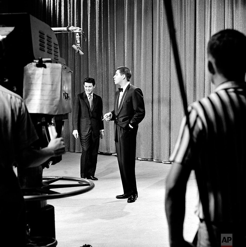 Actor-comedian Jerry Lewis, right, appears as a guest on singer Eddie Fisher's television program in Hollywood, Ca., Oct. 1, 1958.  (AP Photo)