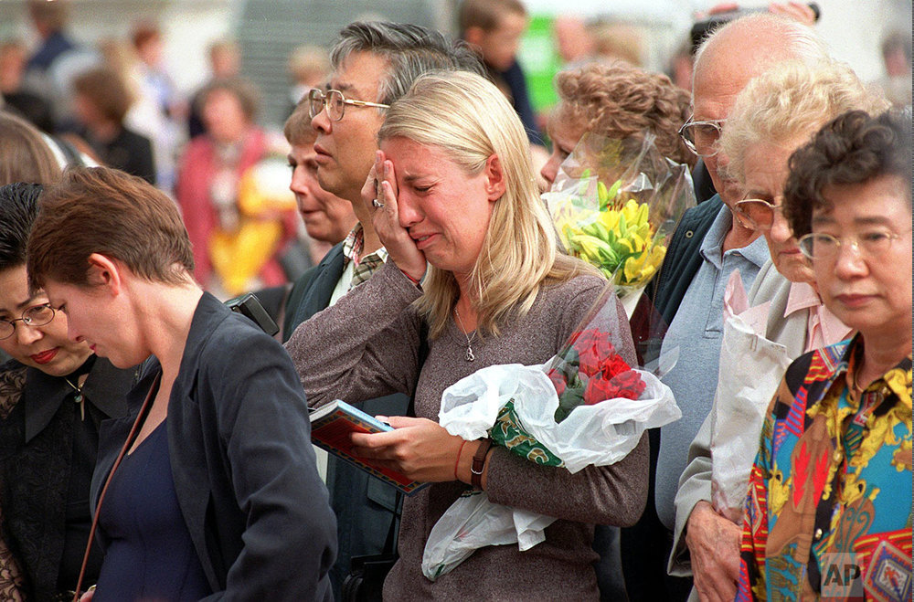 A crowd of mourners for Princess Diana in 1997