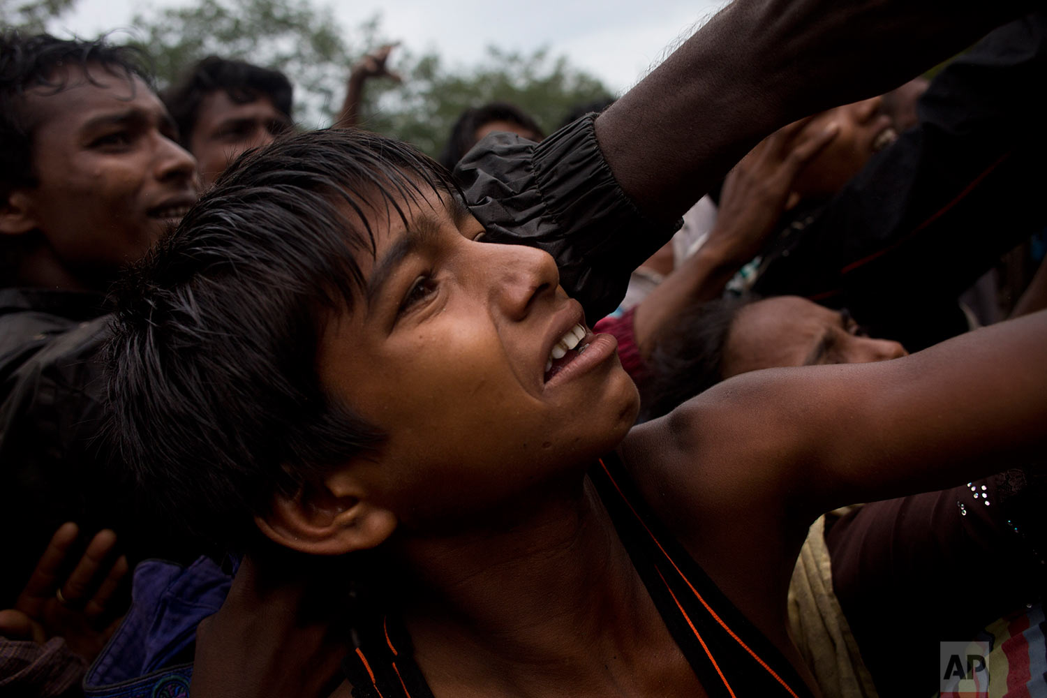 Rohingya scuffle to get clothes from local volunteers Kutupalong, Bangladesh, Friday, Sept. 8, 2017. (AP Photo/Bernat Armangue)
