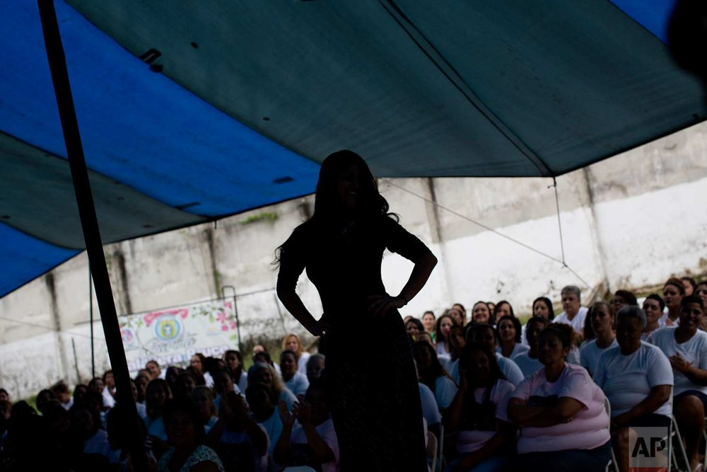 A female inmate competes in her jail's annual beauty contest at Talavera Bruce penitentiary in Rio de Janeiro, Brazil, early Thursday, Nov. 23, 2017. (AP Photo/Silvia Izquierdo)
