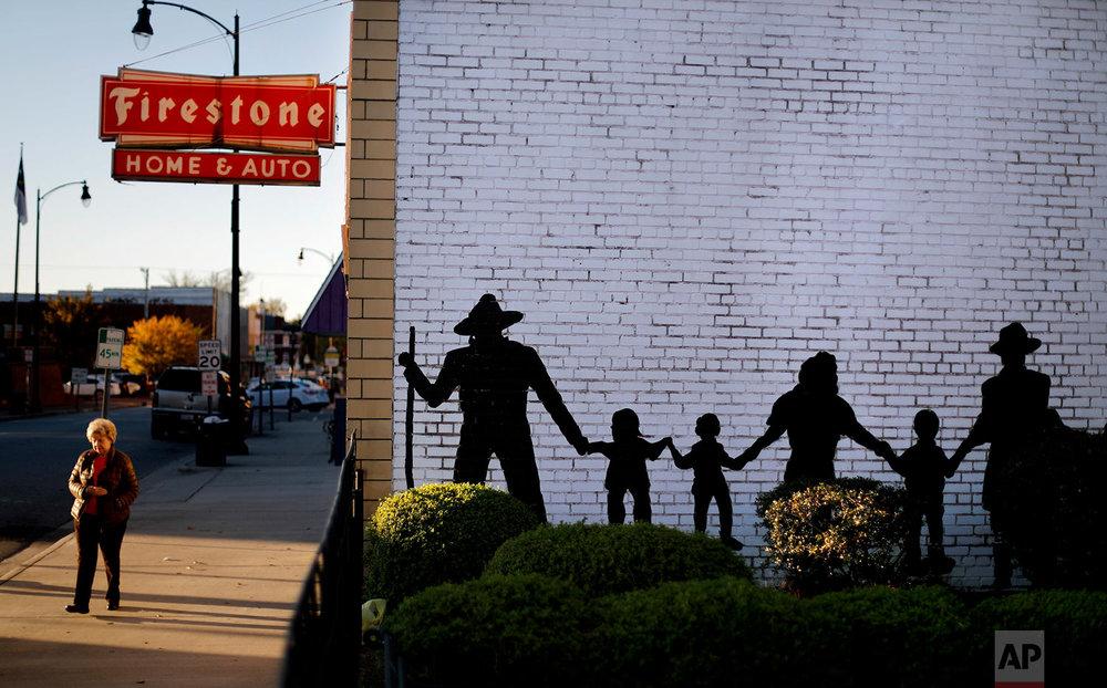 A mural decorates a downtown building in Lumberton, N.C.(AP Photo/David Goldman)