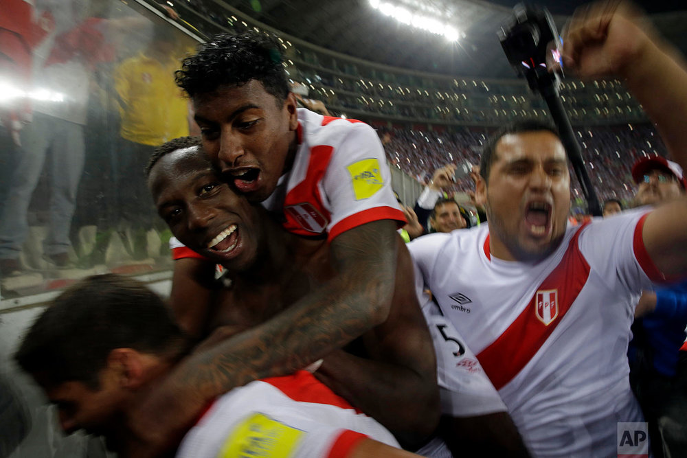 Peru's players celebrate after a play-off qualifying match for the 2018 Russian World Cup against New Zealand in Lima, Peru, Wednesday, Nov. 15, 2017. Peru beat New Zealand 2-0 to win a two-leg playoff and earn the 32nd and last spot in the World Cup field in Russia. (AP Photo/Rodrigo Abd)