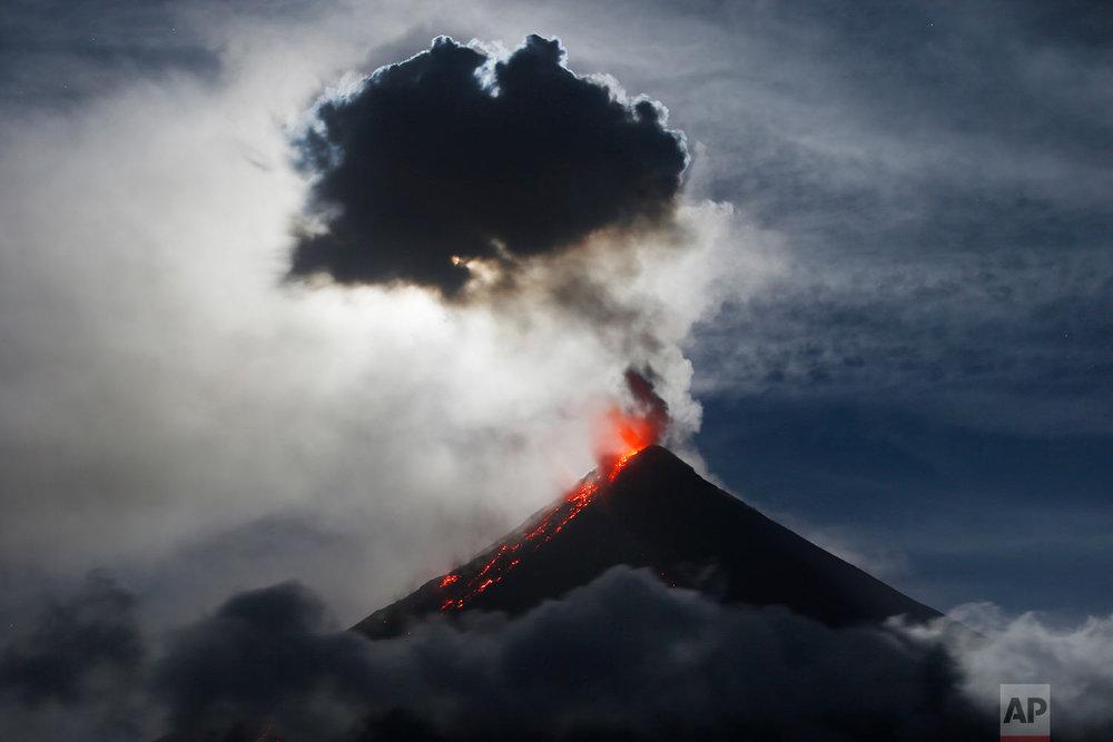 Philippines Volcano Lunar Trifecta