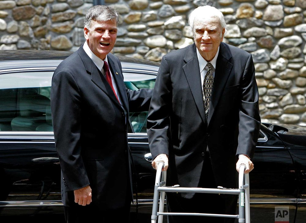 Billy Graham, right, arrives with his son, Franklin Graham, left, for a memorial service for Ruth Graham in Montreat, N.C., Saturday, June 16, 2007. (AP Photo/Chuck Burton)
