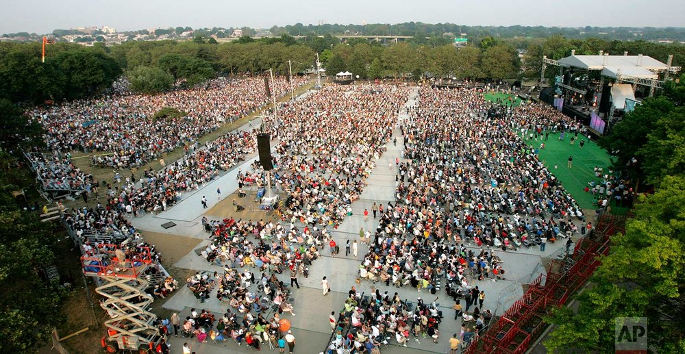 Thousands of people await the arrival on stage of the Rev. Billy Graham at Flushing Meadows Corona Park in New York Saturday, June 25, 2005. (AP Photo/Gregory Bull)