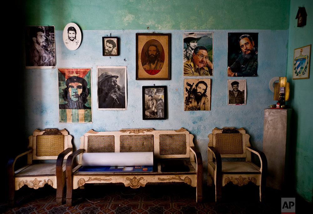 "Images of revolutionary hero Ernesto ""Che"" Guevara, Camilo Cienfuegos , Fidel Castro, Cuban President Raul Castro, adorn a wall, in Havana,  March 15, 2016. (AP Photo/Ramon Espinosa)"