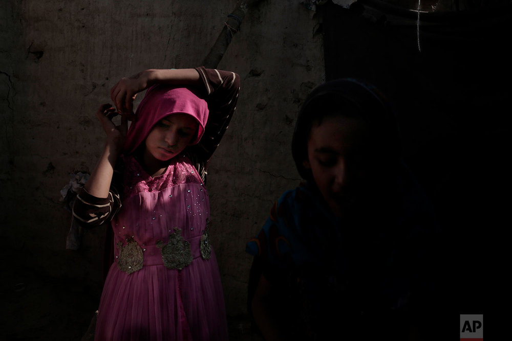 A displaced girl from stands in her shelter in Abyan, Yemen. (AP Photo/Nariman El-Mofty)