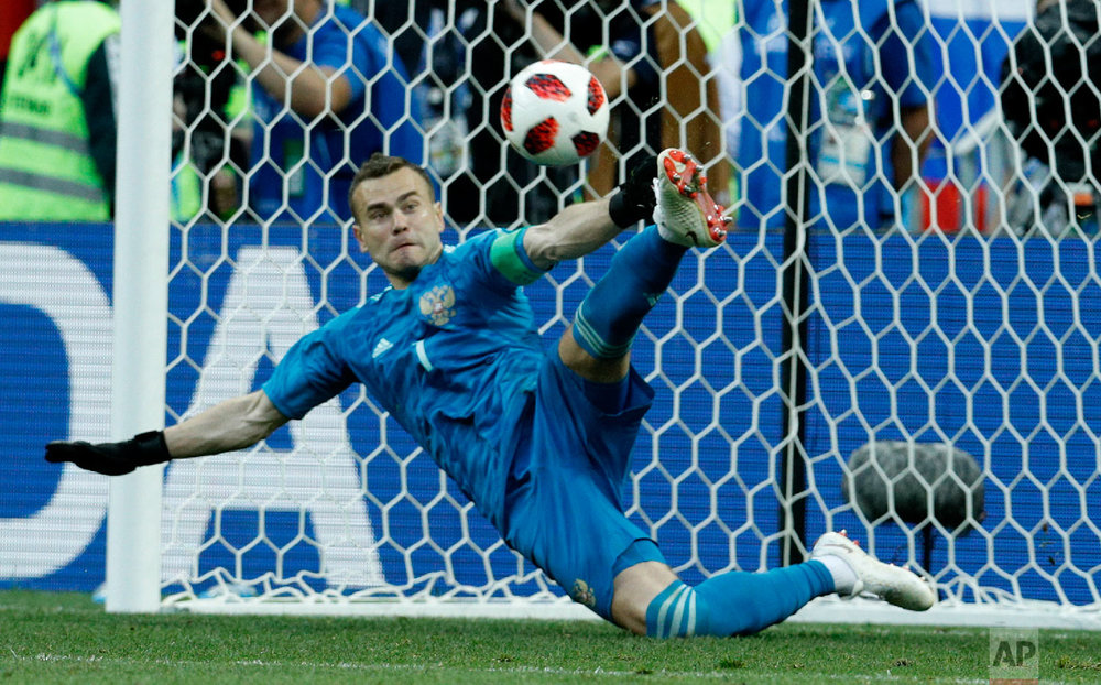 Russia goalkeeper Igor Akinfeev catches a penalty shot during the round of 16 match between Spain and Russia at the 2018 soccer World Cup at the Luzhniki Stadium in Moscow, Russia, Sunday, July 1, 2018. (AP Photo/Victor R. Caivano)