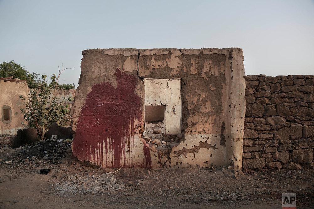"""Unbuilt homes in the """"tahgeer"""" Eneiba village, northern Aswan, Egypt. (AP Photo/Nariman El-Mofty)"""