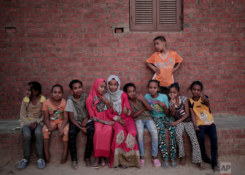 "Nubian children pose for photograph in the ""tahgeer"" Eneiba village, northern Aswan, Egypt. (AP Photo/Nariman El-Mofty)"