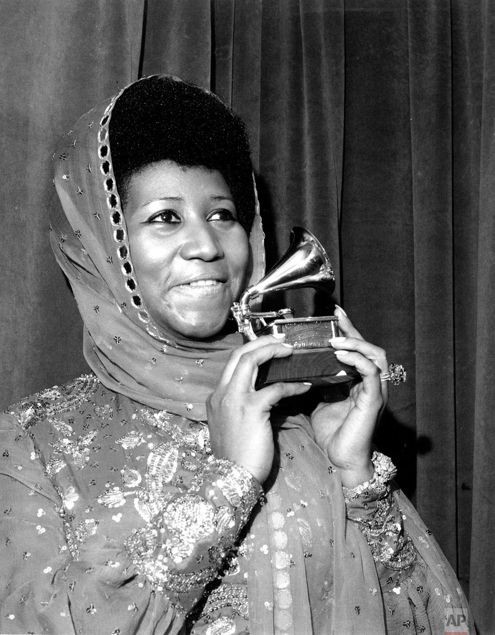 Aretha Franklin poses with her Grammy Award at the 17th Annual Grammy Award presentation in New York on March 3, 1975. (AP Photo)
