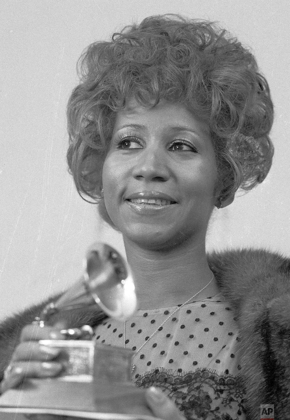 "Aretha Franklin holds her Grammy Award for Best Rhythm and Blue performance of the song ""Bridge Over Troubled Waters,"" March 13, 1972, in New York. (AP Photo/Dave Pickoff)"