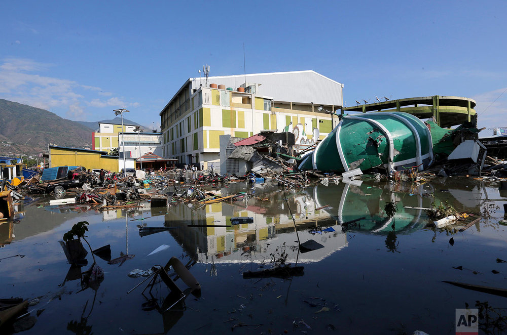 People survey the shopping mall damage following earthquakes and a tsunami in Palu, Central Sulawesi, Indonesia, Sept. 30, 2018. (AP Photo/Tatan Syuflana)