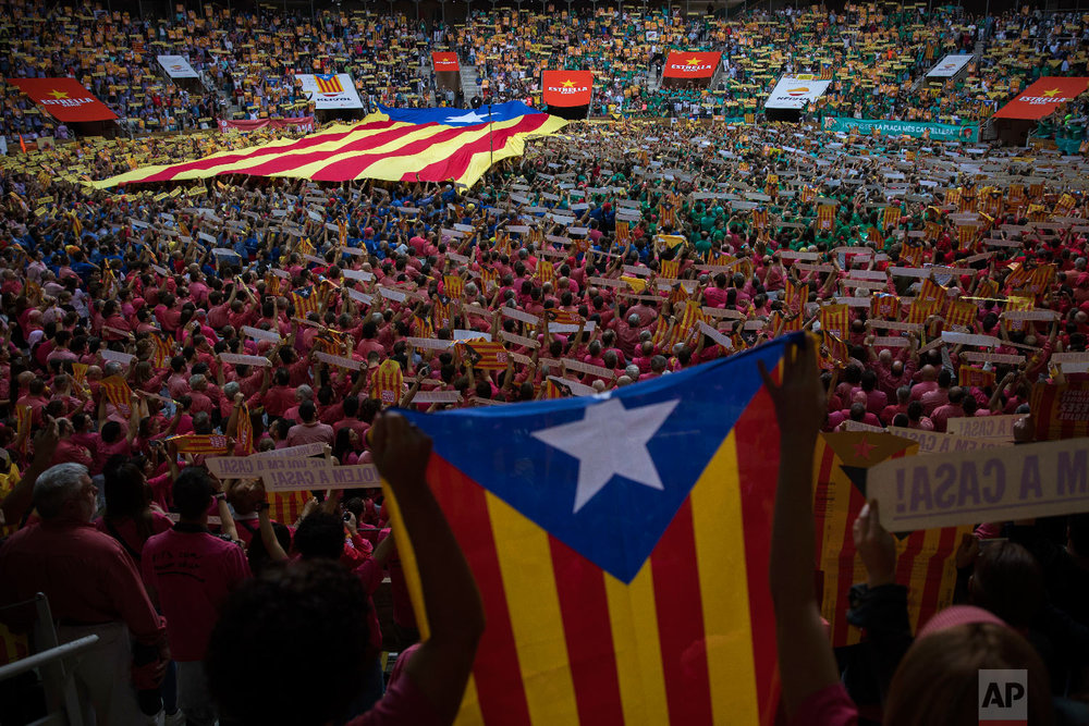 "Attendees hold ""esteladas"" or independence flags ahead of the 27th Human Tower Competition in Tarragona, Spain, Oct. 7, 2018. (AP Photo/Emilio Morenatti)"