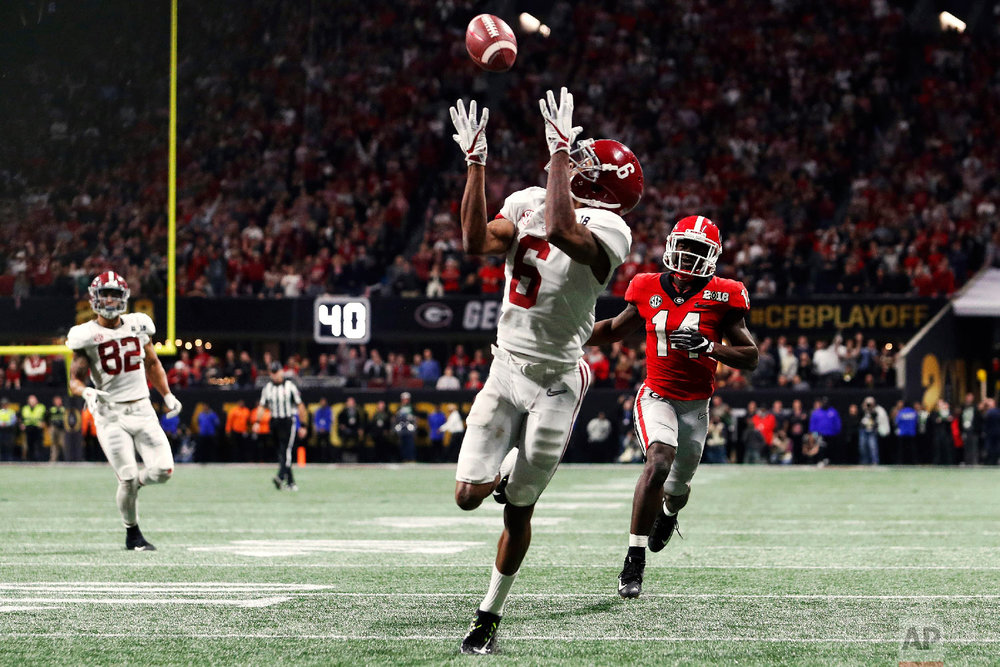 Alabama wide receiver DeVonta Smith (6) scores the game-winning touchdown in overtime during the College Football Playoff National Championship game between Georgia and Alabama on Jan. 8, 2018, in Atlanta, Ga. (AJ Reynolds/Athens Banner-Herald via AP)