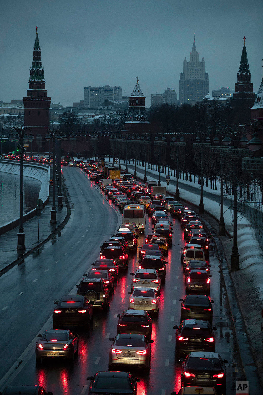 In this Monday, Dec. 10, 2018 photo, cars are stuck in a traffic jam on a bank of the Moskva River outside the Kremlin, with the Russian Foreign Ministry building, center in the background, in Moscow, Russia. (AP Photo/Pavel Golovkin)