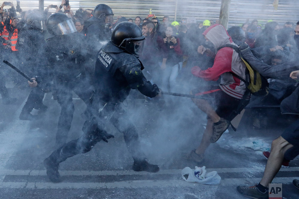 Police charge against protesters during a demonstration by CDR (Committees for the Defense of the Republic) in Barcelona, Spain on Nov. 10, 2018. (AP Photo/Manu Fernandez)