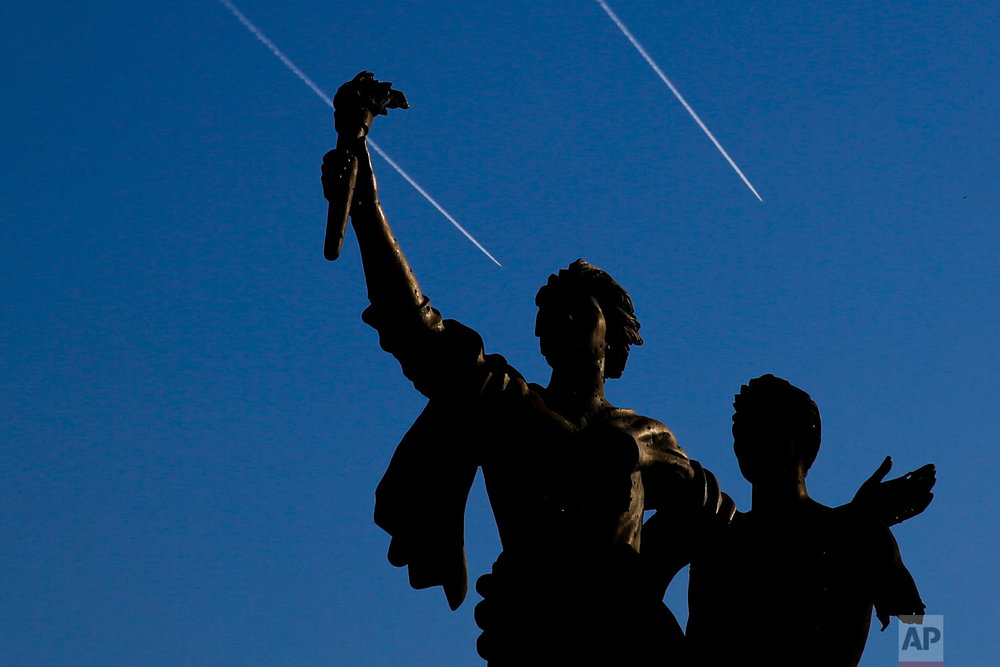 Israeli warplanes fly behind the Statue of Martyrs in Martyrs Square in downtown Beirut, Lebanon, Oct. 29, 2018. (AP Photo/Hassan Ammar)