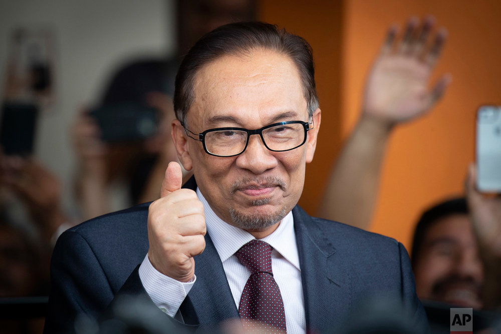 Malaysia's jailed opposition icon Anwar Ibrahim reacts to supporters as he leaves a hospital in Kuala Lumpur, Malaysia, on May 16, 2018. (AP Photo/Vincent Thian)