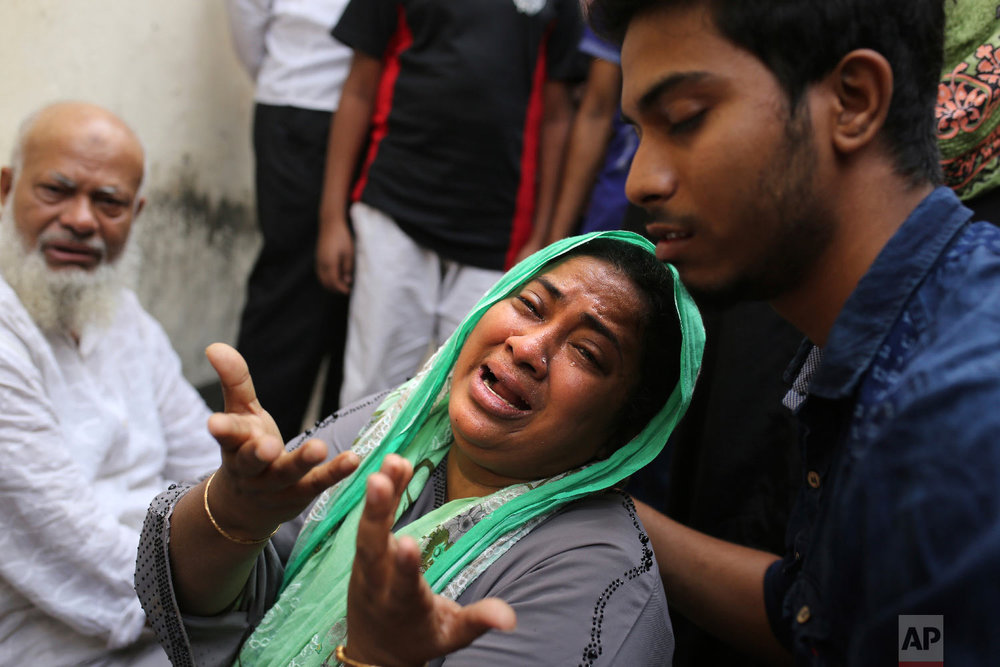 An unidentified Bangladeshi laments following a fire that broke out late Wednesday in closely set buildings in Dhaka, Bangladesh, Thursday, Feb. 21, 2019. (AP Photo/Rehman Asad)