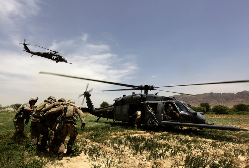 U.S. Army specialist William Lembo from Brooklyn, New York (C) with the 1st platoon, Delta Company, 2nd Battalion, 508th Parachute Infantry Regiment, part of the 82nd Airborne Division, is helped by comrades into a Black Hawk helicopter during a medical evacuation operation near the Arghandab river in Kandahar province, southern Afghanistan, May 11, 2010. (REUTERS/Yannis Behrakis)