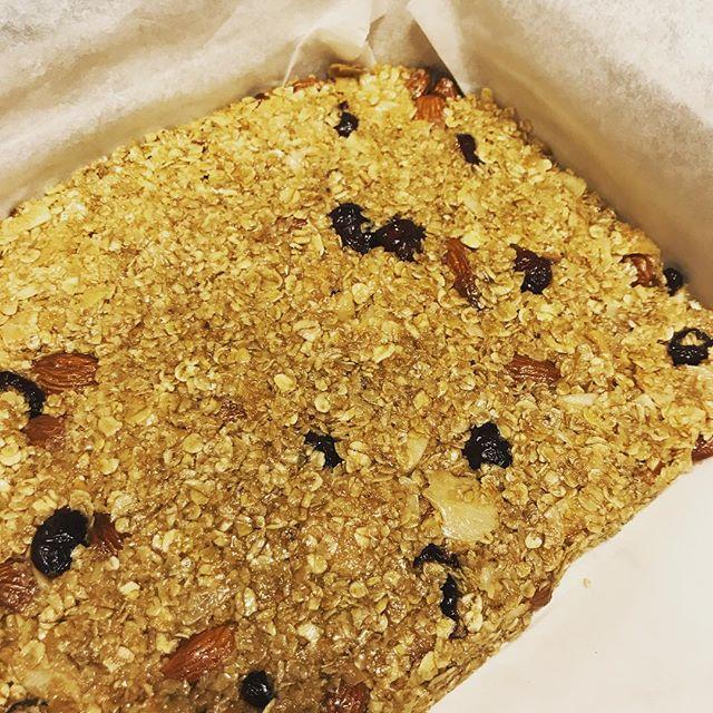 Café Frandsen's hjemmelavet müslibar klar til brunch #cafefrandsen #løkken #brunch #smagpåløkken