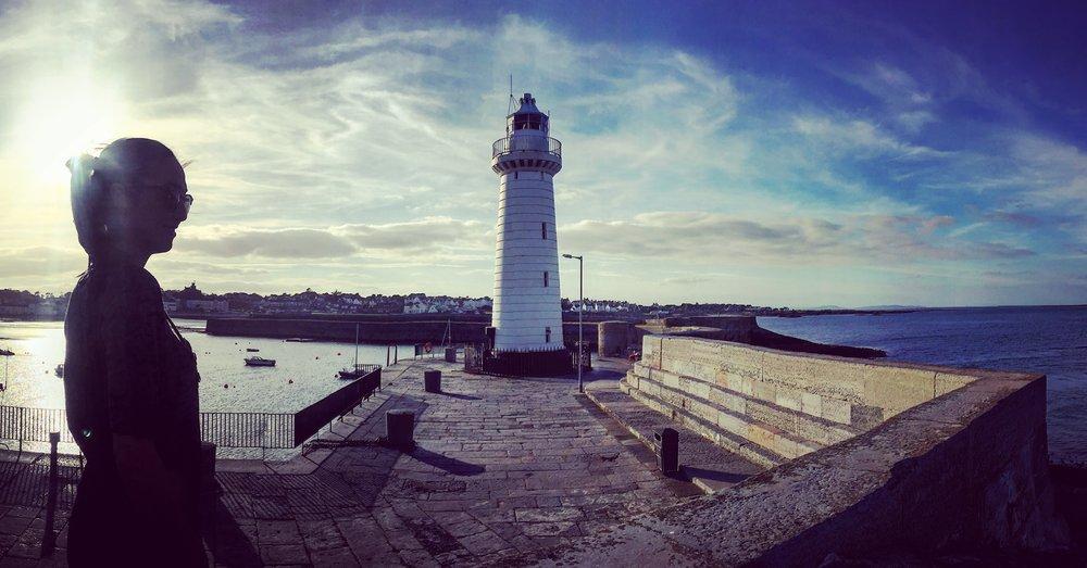 sunset_silhouette_girl_panoramic_bluesky_lighthouse_Donaghadee_town_harbour_pier_ni_explorer_niexplorer_northern_ireland_blog
