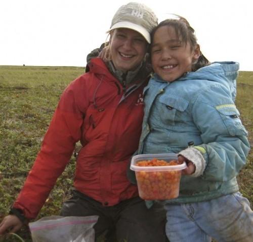 Simon_Fireball2_Berry picking_ Tomesina and Katrin