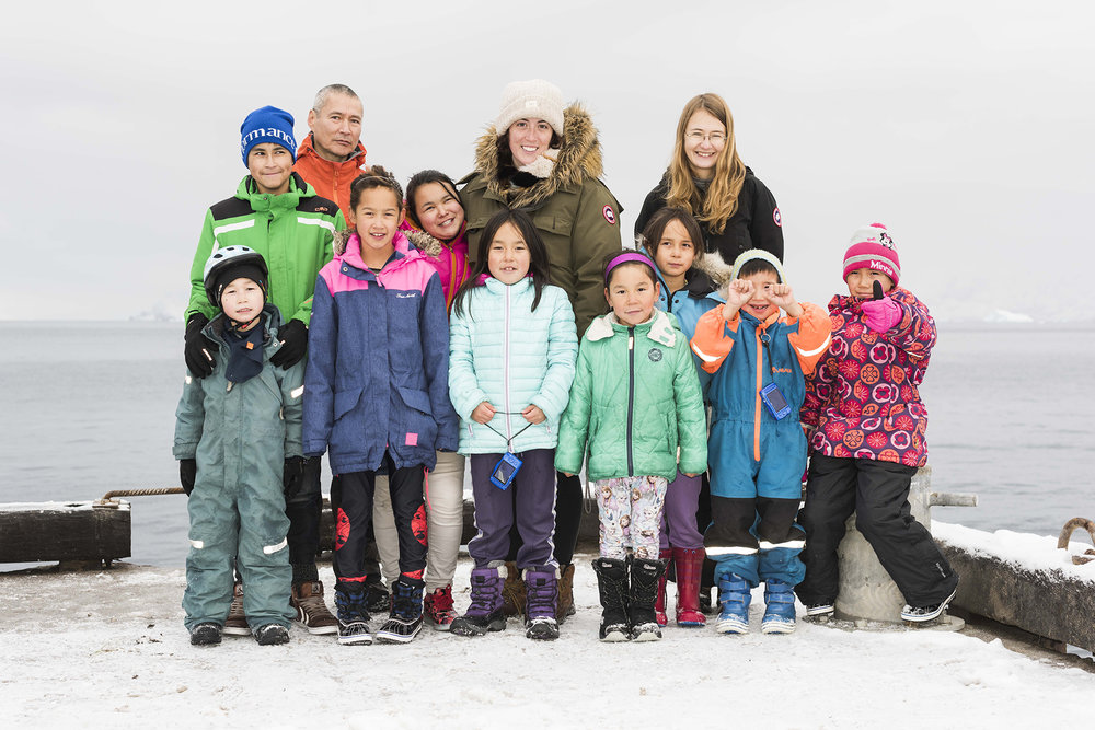 Group portrait in Illorsuit of kids in the photo workshop. From row: Uiloriaq M. Jerimiassen, Majka Qvist, Mona Korneliussen, Francis Korneliussen, Frederik Malakiassen and Najannguaq Malakiassen. Back row: Steffen Jerimiassen-Motzfeld, Axel Jerimiassen, Angerlannguaq Korneliussen, Kyra Kryniski, Tonja Korneliussen and Susan Vanek. Photo credit: Denis Defibaugh.
