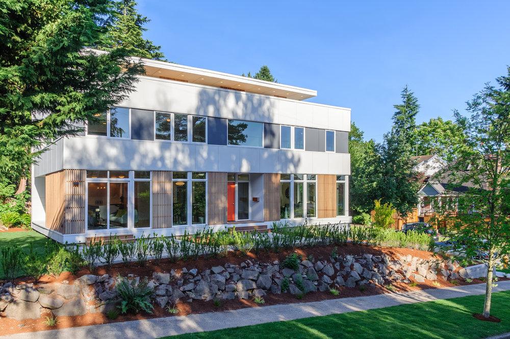 Hawthorne Hills Modern Custom Home Yard