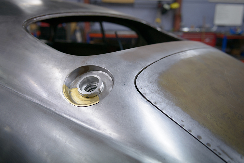 External Monza style fuel filler cap (FIA approved)