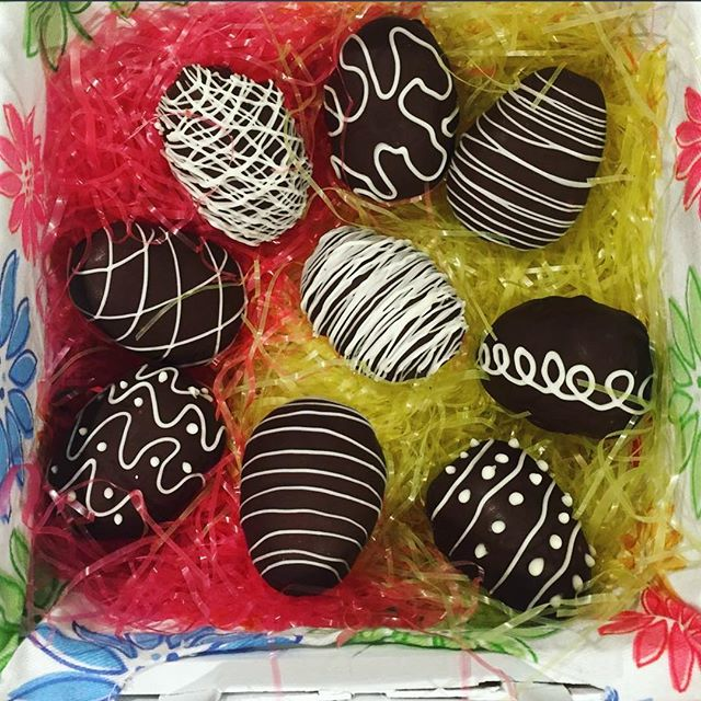 Chocolate Truffle Easter Eggs . . . . . #liveauthentic #foodbeast #eeeeeats #eatfamous #feedfeed #dailyfoodfeed #onthetable #lifeandthyme #f52grams #tastingtable #huffposttaste #heresmyfood #buzzfeast #eattheworld #eater #rslove #foodandwine #foodblogfeed #beautifulcuisines #tastemade #nothingisordinary #still_life_gallery #flatlay #letsbakestuff #chocolate #foodporn #yummy #recipe #sweet #pinterest