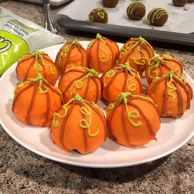 Pumpkin Cake Pops. . . . . . #liveauthentic #foodbeast #eeeeeats #eatfamous #feedfeed #dailyfoodfeed #onthetable #lifeandthyme #f52grams #tastingtable #huffposttaste #heresmyfood #buzzfeast #eattheworld #eater #rslove #foodandwine #foodblogfeed #beautifulcuisines #tastemade #fall #pumpkin #cakepops #cake #yummy #tasty #dessert #baking #letsbakestuff #foodporn