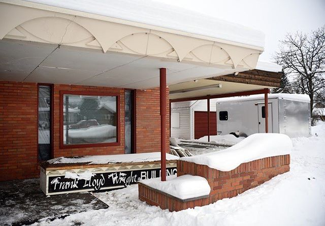 RIP !! This FLW Building was torn down last night... link in bio. Really challenges the importance of national vs local protections. . LOCKRIDGE MEDICAL BUILDING, Montana . 📸: Photo by Brenda Ahearn/Daily Inter Lake. Courtesy of the Frank Lloyd Wright Building Conservancy