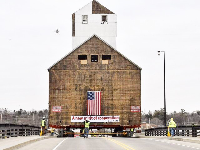 Sturgeon Bay's Historic granary moves to new site...link in bio for more pics (via @greenbaypressgazette) of this massive beauty crossing the river 👍🏾. anyone in on helping to bring this structure back to glory?