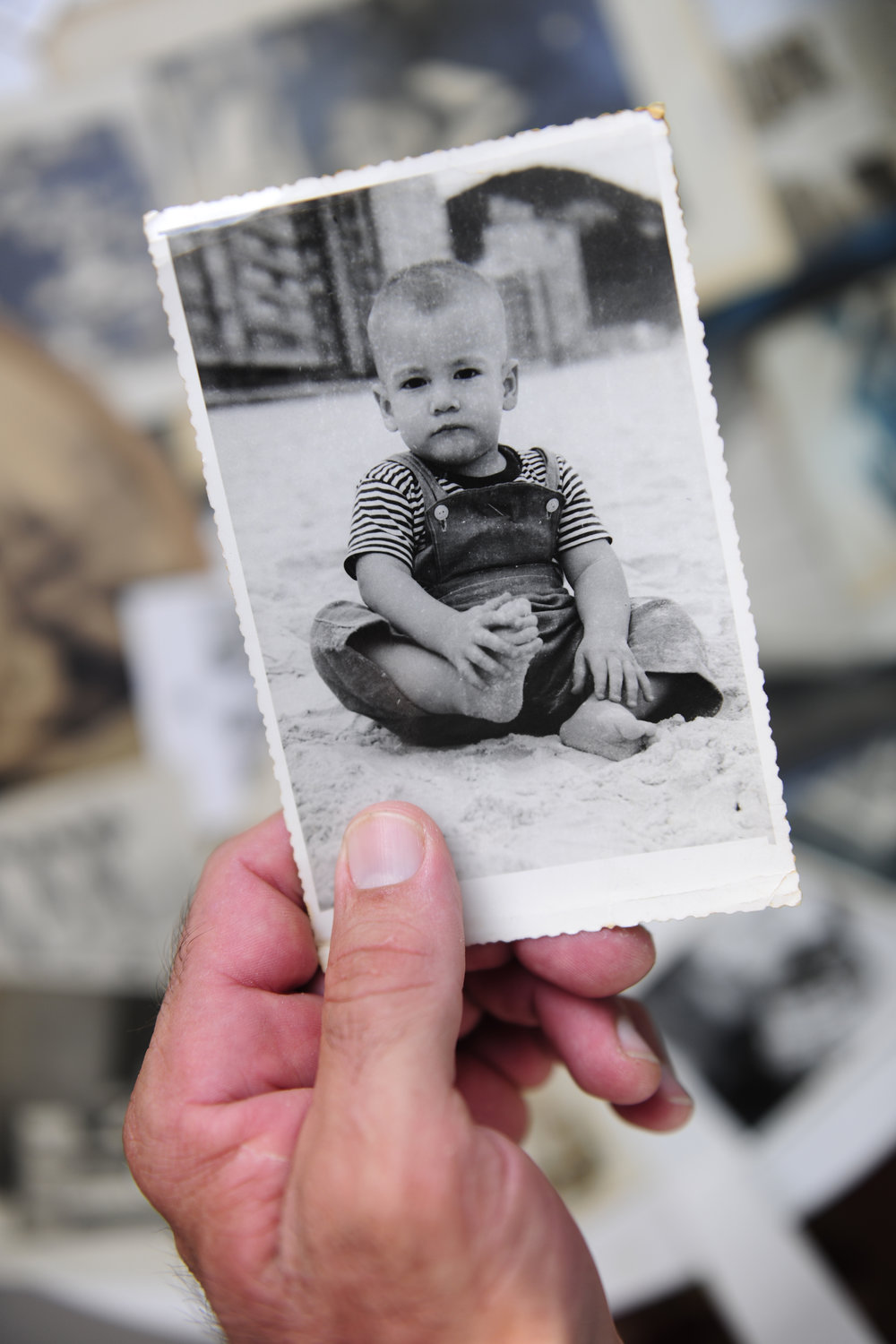 Get your family's memories out of the shoebox and on to your computer. - Got photos? Negatives? We scan them. Keepsake Solutions hand checks and digitally preserves your photos bringing new life to those treasured memories.