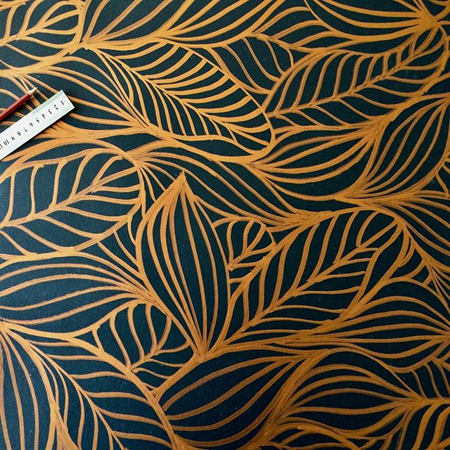 When you can't find the right wallpaper, nothing beats custom, hand drawn wall art. That copper paint marker looks way better in real life. Quite pleased with how this pattern turned out. #elapurnell #handdrawn #copper #pattern #featurewall