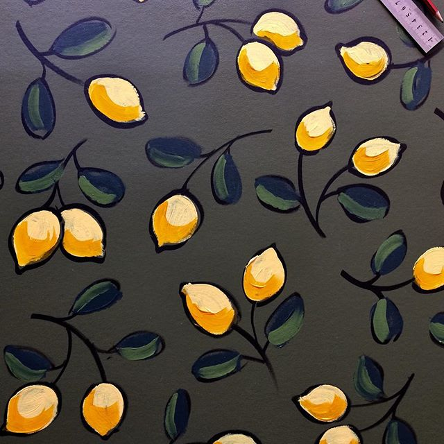 I LOVE lemons!!! Why not have lemons all over your wall? Perfect for the corner where you mix your G&T's ☺️Hand drawn wall art. #elapurnell #featurewall #lemon #wallpapers