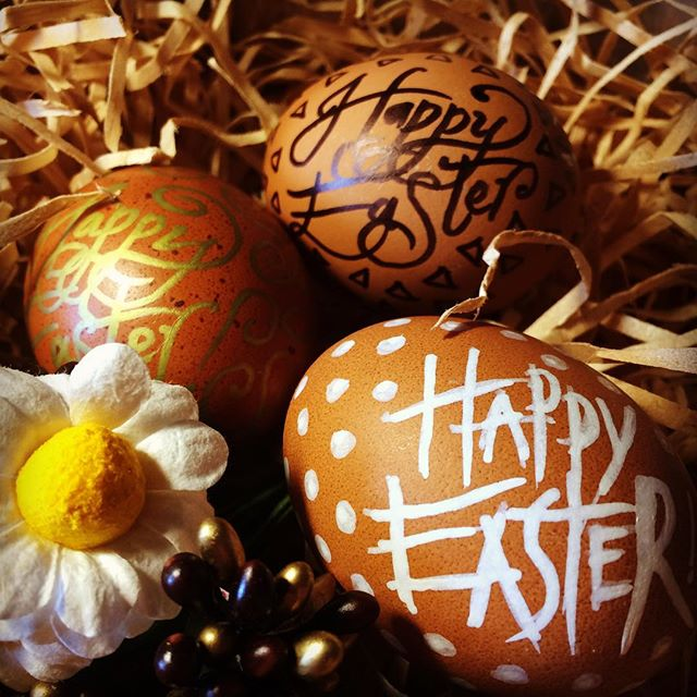 Happy Easter everyone! Stay safe on the roads & enjoy the break (+ chocolate) 😝 #easter #egg #elapurnell #handlettering