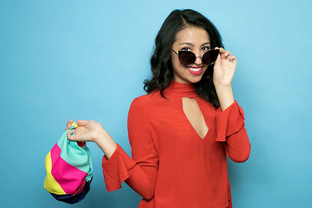 nuno-gift-wrap-holding-bag-glasses-247-RS1.jpg